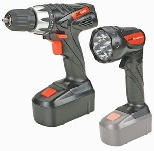 Drill Master 18 Volt 3/8 in. Cordless Drill/Driver And Flashlight Kit