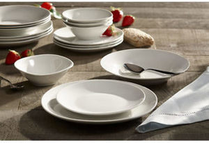 Berkley Jensen 16-Pc. Porcelain Dinnerware Set