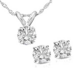 14K White Gold Diamond Studs And Pendant Set